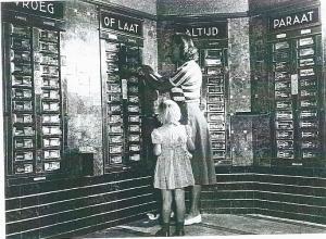 Automatiek van Tummers, Binnenweg Heemstede omstreeks 1950 met motto: 'Vroeg of laat, altijd paraat'