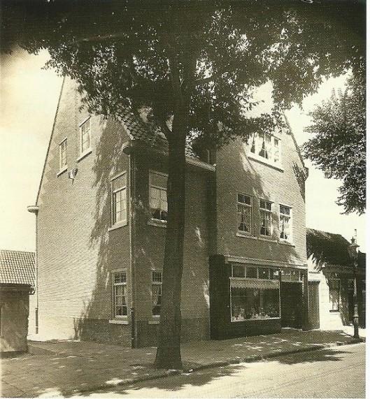 Melkwinkel Van der Weiden, Raadhuisstraat 75