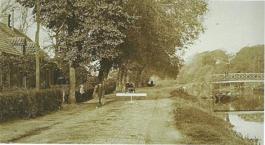 De Centenbrug over de Leidsevaart, verbinding tussen Bennebroek en Vogelenzang op een foto uit 1877 (Noord-Hollands Archief)