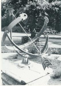 De zonnewijzer als historisch tijdinstrument in de tuin van huize Bosbeek (foto V.C.Klep)