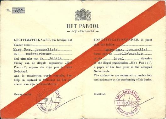 Legitimatiekaart van Mary Pos als medewerkster van 'Het Parool'.