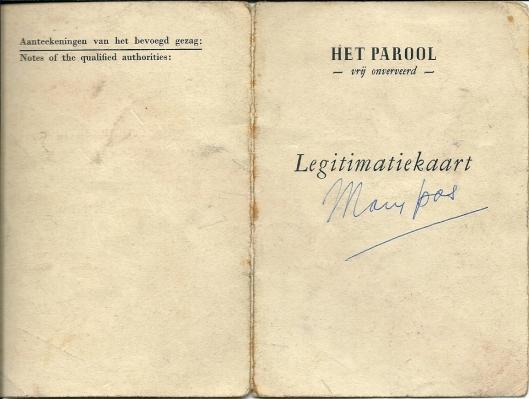 Voorzijde van legitimatiekaart Mary Pos, ontvangen van Het Parool, dezelfde krant die haar later zo hard zou aanpakken vanwege eerdere medewerking aan de Telegraaf.