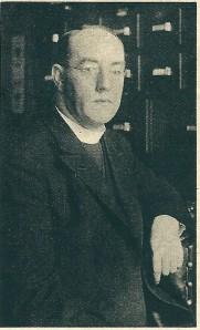 'Tot Deken van 's-Gravenhage is benoemd de zeereerw. heer J.M.van der Tuijn, pastoor van de Sint Bavo te Heemstede' (Uit de Katholieke Illustratie van 1934)