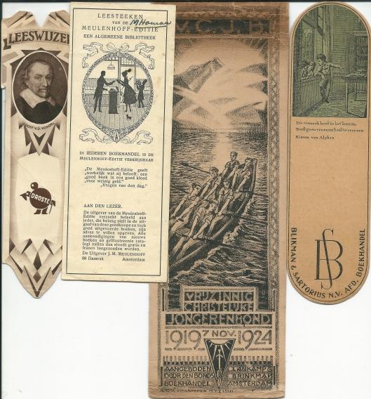 V.l.n.r. 1) leeswijzer van Droste met portret van Joost van den Vondel en beeldmerk door Cassandre; 2. Leesteeken van de Meulenhoff-editie met een silhouetje van illustrator Jan Wiegman; 3. Bladwijzer van Vrijzinnig Christelijk Jongerenbond (V.C.J.B.) 1919-1924 met op de achterzijde 9 handtekeningen; 4. Boekenlegger van Blikman & Sartorius n.v., afd. boekhandel, Amsterdam., met citaat en afd. Hiëronymus van Alphen