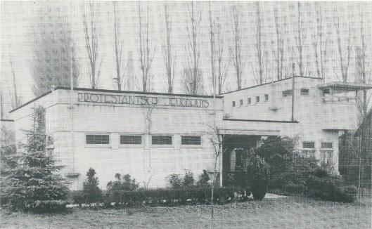 Als restant van de Flora werd dit gebouwtje bij de Haven geplaatst om na 1935 als jeugdhuis en wijkcentru te dienen van de Hervormde Gemeente in Heemstede. Het bleef daar bijna 20 jaar staan, tot het in 1954 moest wijken voor de bouw van bejaardenhuis 'de Olijftak'.