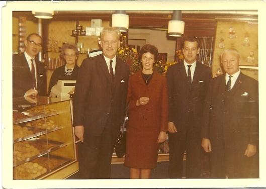 De familie Draaisma in de banketwinkel