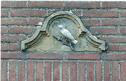 """""""Nachtegaal'  als vogels en naamsaanduiding bedoeld van molen 'de Nachtegaal'nu bekend als de molen van Höcker in Bentheimer zandsteen uitgebeeld"""