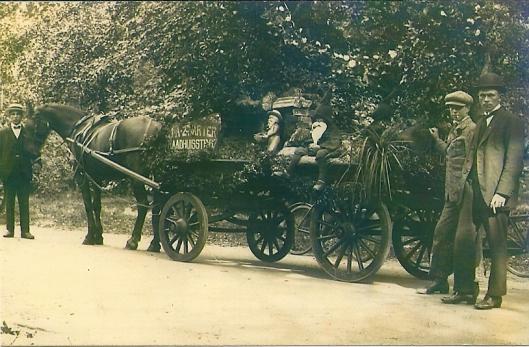 Reclamewagen brandstoffenhandel J.A.Zwarter (Raadhuisstraat 67) in Groenendaal circa 1910