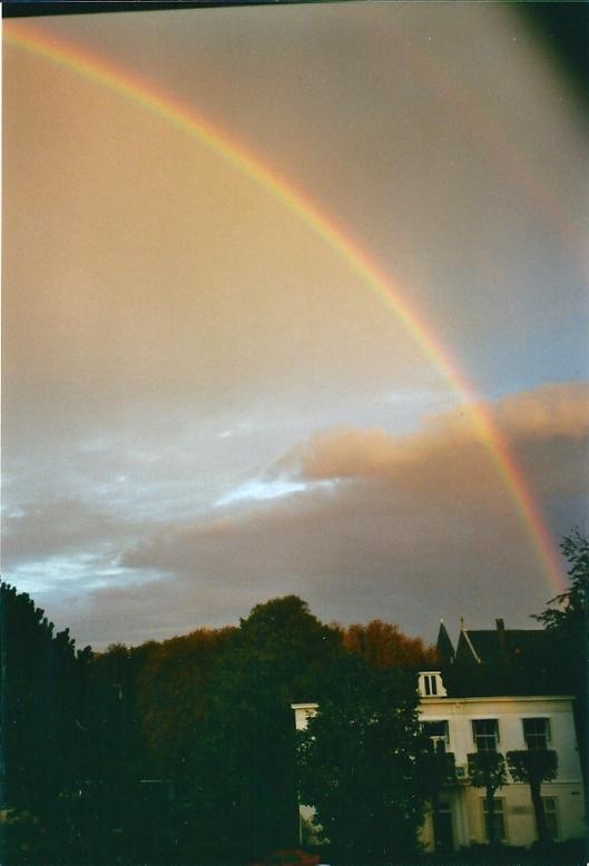 Regenboog boven Postlust