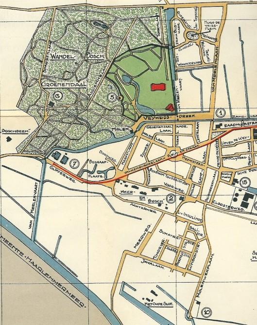 Groenendaal. In groen de terreinen van de Flora-tentoonstelling 1925. In rood: gebouwen; in geel: bestaande wegen; in blauw vaarten en vijvers. 1 = raadhuis; 2 = Hervormde Kerk, 5= Belvédère; 6 = Verversingshuis; 7 = Zwemvijvers; 10 = gemeente-reiniging; 15 = openbare werken en brandweer