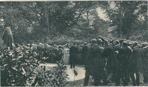 Plechtige onthulling van het borstbeeld van Linnaeus op buitengoed de Hartekamp in 1907