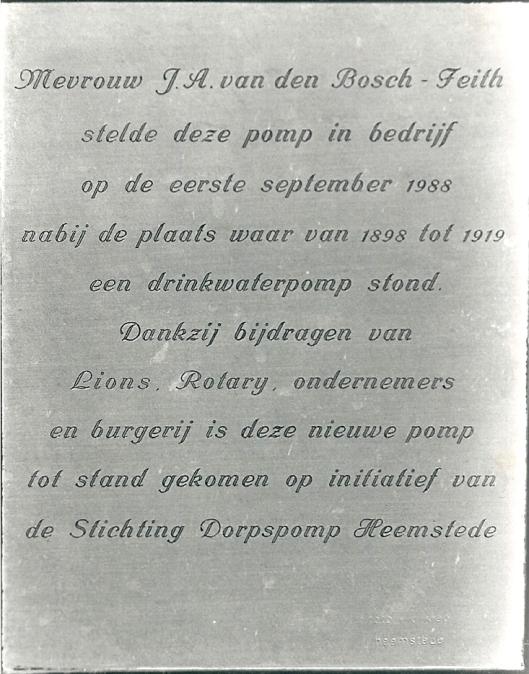 Plaquette in 1988 aangebracht bij de dorpspomp in de Raadhuisstraat Heemstede (foto Vic Klep)