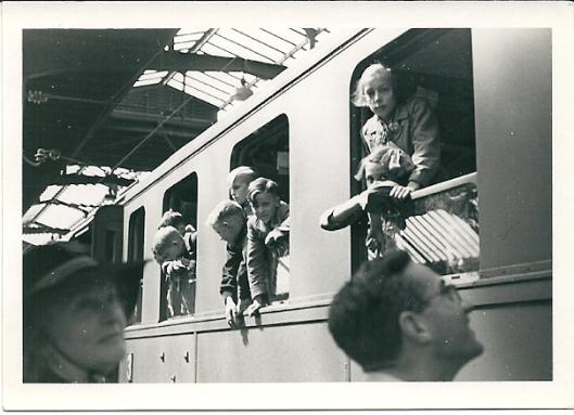 Nederlandse kinderen vanuit Amsterdam op weg naar Linz in 1940