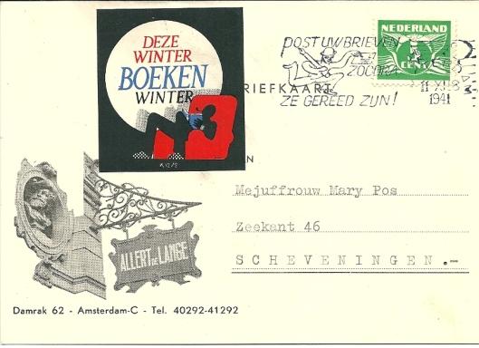 Voorzijde van een briefkaart van uitgeverij Allert de Lange aan Mary Pos met opgeplakte sticker 'Deze winter boekenwinter'