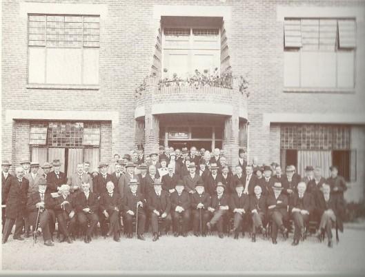 De eerste steen voor psychiatrisch ziekenhuis door professor C. Lindeboom vond plaats op 27 september 1927 en al een jaar later kwam het hoofdgebouw gereed