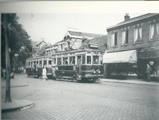 A314 + B307 op de Binnenweg, halte Koediefslaan, 18 augustus 1948 (foto P.H.du Croix)