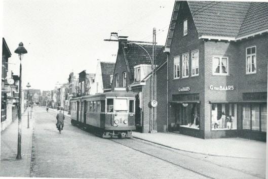 Tramstel A 607-608 op de Binnenweg op de laatste dag dat de tram Haarlem-Leiden v.v. reed, 2 januari 1949 (foto J.A.Bonthuis)