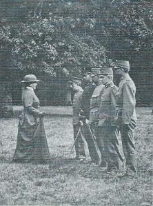 Bezoek van koningin Wilhelmina aan het bivak in Bennebroek op 16 augustus 1916