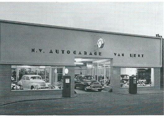 Nieuwbouw autogarage Van Lent in 1952, Raadhuisstraat 53-57