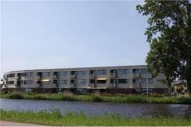 Appartementencomplex aan de Schaepmanlaan nabij de Ringvaart