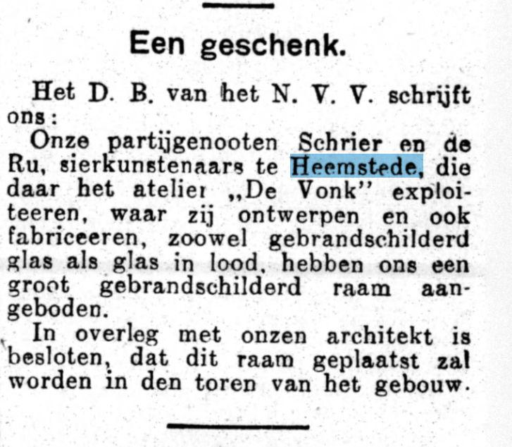 Schenking door Schrier en de la Ru uit Heemstede van een glas-in-loodraam aan het Trielstra-oord. Uit: Het Volk, 26-1-1927