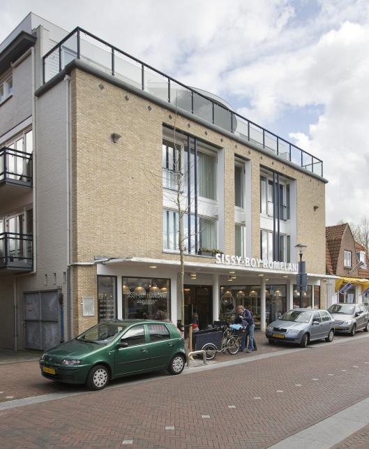Na o.a. Van Zuylen Provak IJzerwaren en De Speelboom is anno 2015 een winkel van Sissy Boy in het pand, van 1951-1968 Minervatheater, gevestigd.