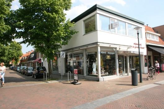 Slijterij De Gevulde Flesch aan de Binnenweg, hoek Haemstedelaan