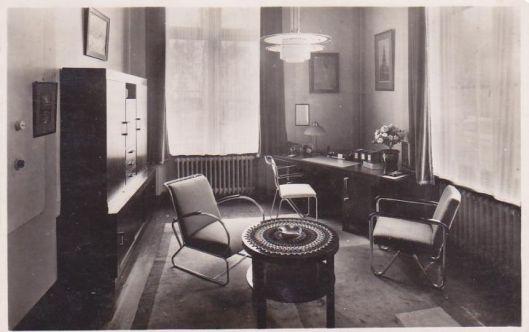 Spreekkamer van de directeur op een ansichtkaart uit 1946