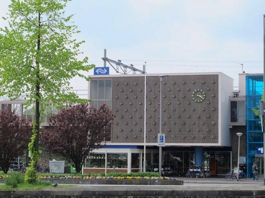Vooraanzicht van station Heemstede-Aerdenhout (foto Bert van der Linden)