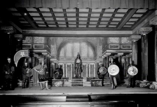 Hageveld: opvoering van het toneelstuk ' Lucifer' van Joost van den Vondel