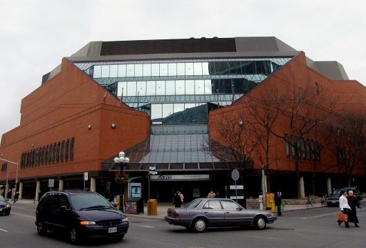 Vooraanzicht van de Toronto Reference Library