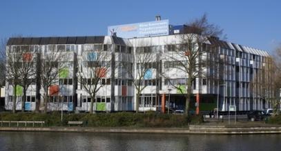 Op de plaats aan de Heemsteedse zwaaihaven waar Gerrit Teeuwen zijn kolen- en oliebedrijf had is in 1982 naar een ontwerp van ir.J.W.du Pon uit Aerdenhout een in utiliteitsbouw opgetrokken gebouw in bedrijf genomen. Aanvankelijk waren hier ongeveer 200 personen werkzaam bij het ziekenfonds 'Spaarneland'. Tegenwoordig Touchdown kantoorgebouw