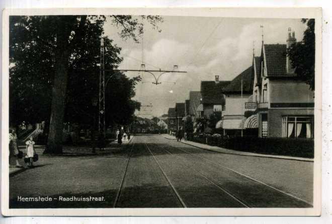 Trambaan Raadhuisplein-Raadhuistraat Heemstede, met recht op deze ansichtkaart het destijds bekende woningbureau Smit