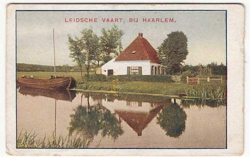 De Leidse trekvaart met het schilderachtige huisje van Holdorp aan de Asterkade. Gebouwd omstreeks 1750 als dubbele arbeiderswoning. In 1971 gesloopt, thans serviceflat De Rozenburgh. G.Jongh Visscher vervaardigde in 1943 een schilderij van het afgebeelde huis, in eigendom van de HVHB.