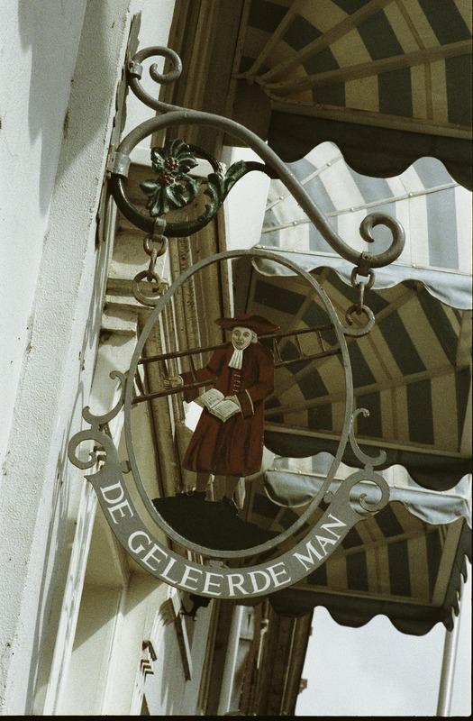 Uithangbord De Geleerde Man Bennebroek (foto Ferro)