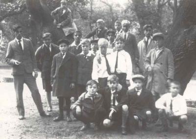 Nog een foto van Kunst & Genoegen in Groenendaal (1929) met links Koos Slegtenhorst