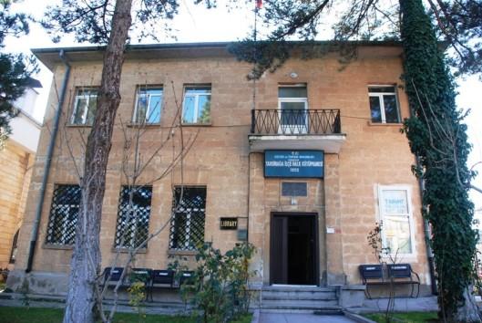 Vooraanzicht van openbare bibliotheek in Urgüp