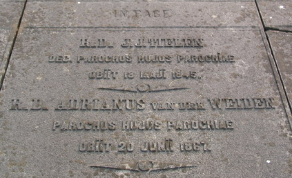 Graf van pastoor A. van der Weiden, St. Bavo-kerkhof Berkenrode, Heemstede