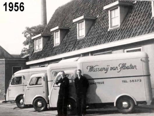 Wagens van wasserij van Houten aan de Blekersvaartweg, 1956 (Pieter van Houten)
