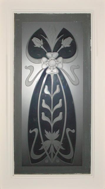 Idem bovenraam in de vestibule van 2 adressen. In een ander pand in de Van Merlenlaan, in 1928 gebouwd door Baalbergen & Volkers, zijn halverwege de bordestrap twee grote gebrandschilderde glas-in-loodramen aangebracht. Deze ramen met Jugendstil-elementen zijn gesigneerd met 'De Vonk Heemstede'.