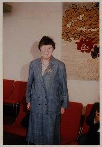 Mej. E.C.M.Visser, beter bekend als Lies Visser was jarenlang actief vele terreinen, zoals ten aanzien van het Blekersvaartkwartier, als akela bij scouting 'De Heemsteedse Trekkers' en bij de Ntionale Feestdagen. In 1986 ontving zij op Koninginnedag een koninklijke onderscheiding.