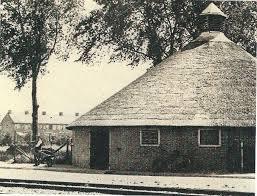 De bollenschuur aan de Glipperweg van de kwekersfirma Bonkenburg die ooit als koeienschuur van Vrugt diende