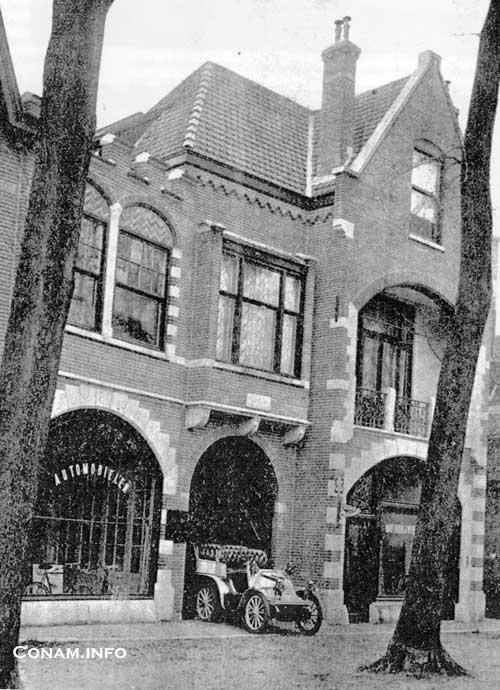 Het pand van Van Altena aan de Wagenweg in Heemstede/Haarlem