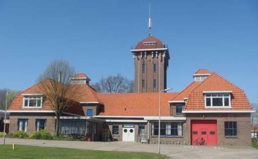 Hoofdgebouw en watertoren inrichting Vogelenzang (de Geesteonden) in Bennebroek