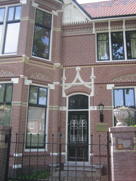 Voorgevel Stella Duce, Herenweg Heemstede, een creatie van J.A.G.van der Steur