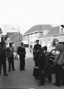 Arrestatie van NSB-burgemeester J.H.van Riesen in mei 1945. bijgenaamd 'de gulpenkijker'