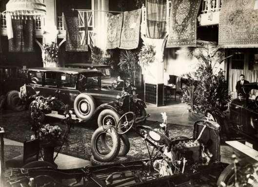 Expositie van Amerikaanse Studebakers in het Brongebouw Haarlem, 1925