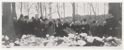 Begrafenis van professor dr. J.Bosscha (1831-1911 Heemstede), natuurkundige en hoogleraar theoretische mechanica, 19 april 2011 op algemene begraafplaats in Heemstede.