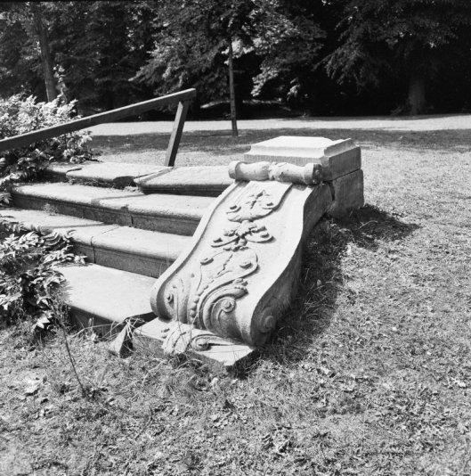 Gedecoreerde tuintrap op Bosbeek (foto G.J.Dukker, 1970)