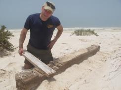 Maritiem archeoloog David Bouman in Oman. Gilles Frenken vervaardige een 3-delige redio-documentaire over de schipbreum van VOC-schip Amstelveen - dit jaar 2,5 eeuw geleden - evenals een televisiedocumentaire,